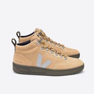 New Veja Roraima Suede Desert Oxford Logo Sneakers